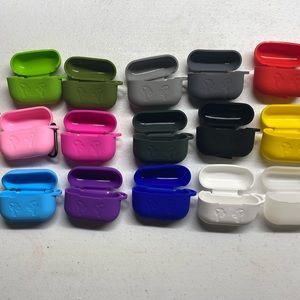 Apple AirPod pros case with clip